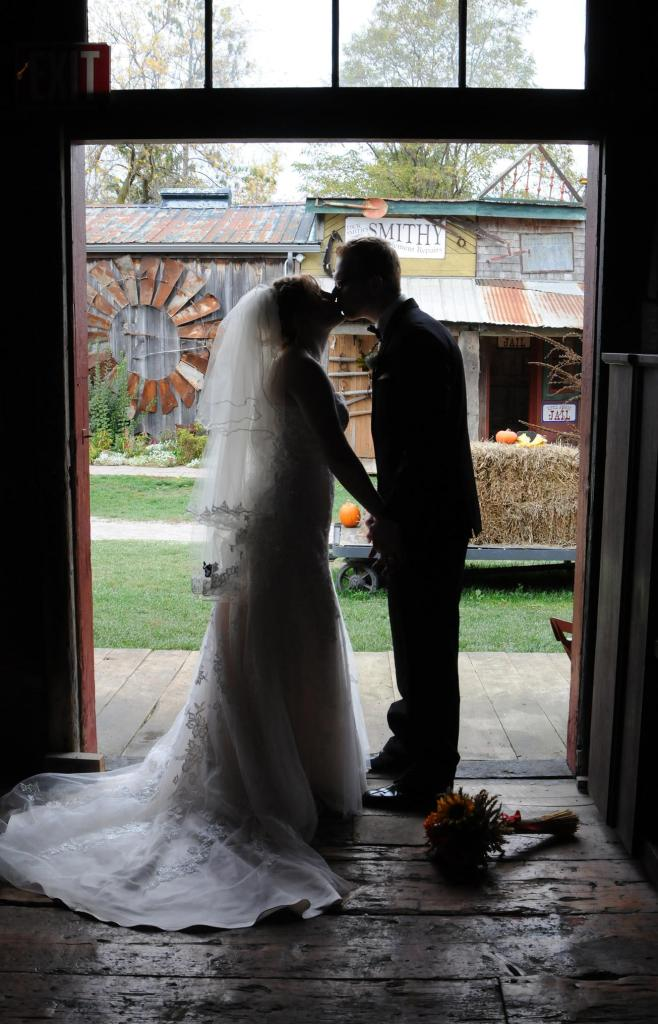 Wedding Photographers London Ontario. Columbia Photos is wedding photography London Ontario. Wedding Venues London Ontario.