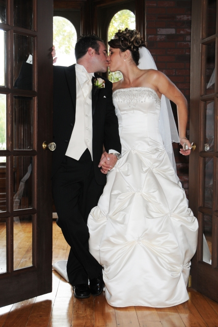 Wedding at The Iron Kettle Bed & Breakfast by Columbia Photos