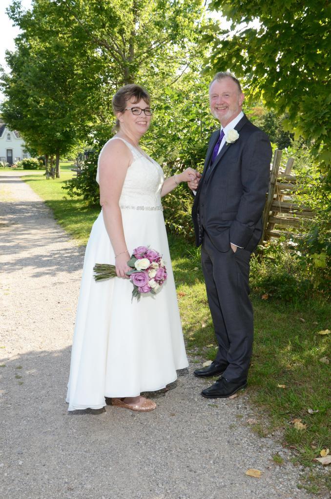 Wedding photography London Ontario. Great country wedding photos by Columbia Photos.