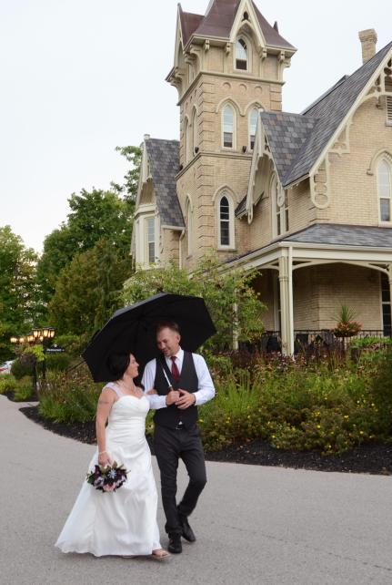 Wedding photographers London Ontario. Great country wedding photos by Columbia Photos.