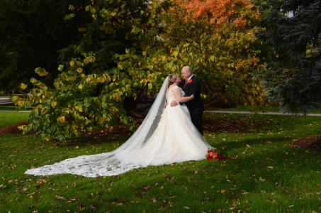 Wedding Photo of the Bride and Groom at Pinafore Park in St.Thomas Ontario