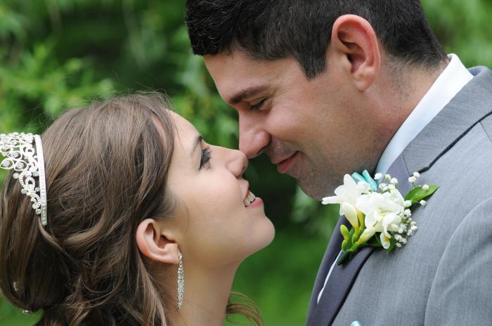 London Ontario wedding photographers. Nose to Nose Wedding Photo by Columbia Photos
